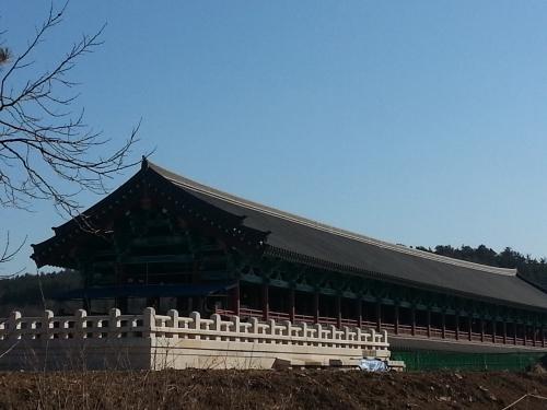 올 여름 완공을 앞두고 있는 경주 월정교 복원공사 모습