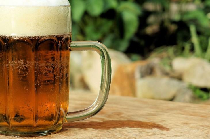 국내 주세법상 알코올이 1% 이하인 음료는 술로 취급하지 않아 기준치 아래의 맥주는 알코올이 함유돼 있어도 무알코올 맥주라는 타이틀을 달고 출시해도 된다.