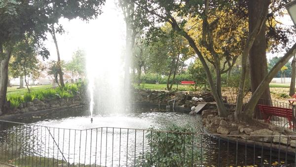 에보라 공립 공원의 호젓하고 한가로운 정경. 공원 한켠엔 동마뉴엘궁 흔적이 있다.
