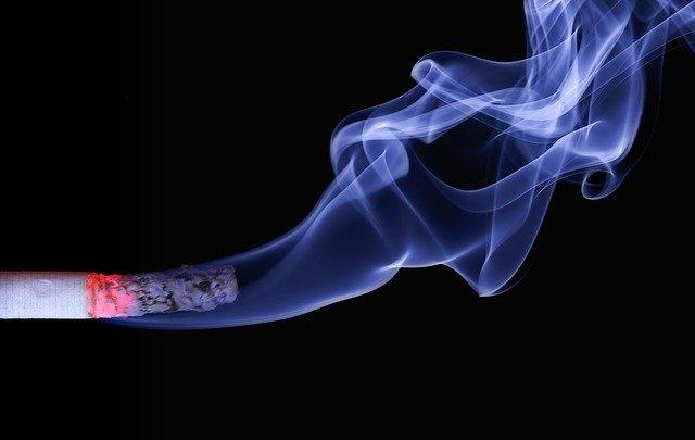 타르나 니코틴 함량이 적은 순한담배는 몸에 덜 해롭다고 오해하기 쉽지만 오히려 니코틴 보충을 위해 더 강하게, 더 깊게 담배 연기를 빨아들이게 된다.