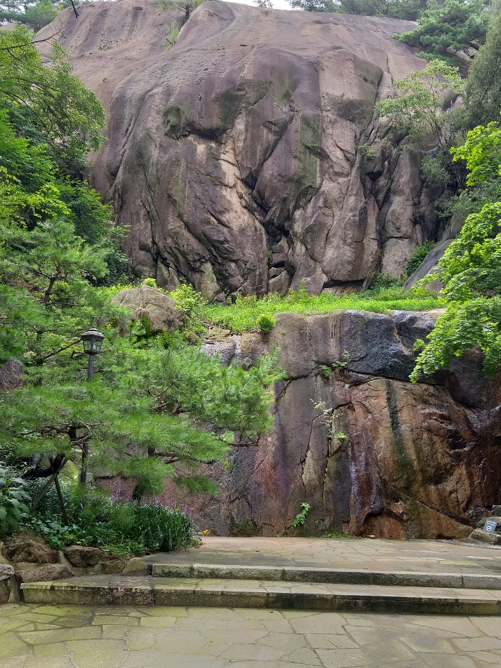 석파정 가장 높은 곳에 위치한 언덕바위. 일명 '코끼리바위'로 소원을 빌기도 하며, 기가 센 바위로 통한다.
