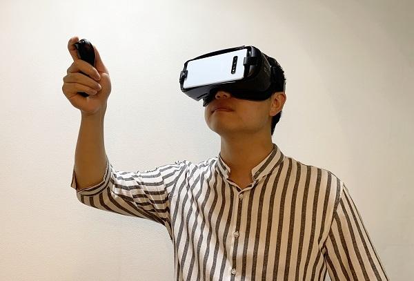 VR 헤드셋의 무게는 보통 600g에 달해 목뼈의 자연스러운 정렬을 무너뜨려 경추추간판탈출증(목디스크)을 발생시킬 수 있다.