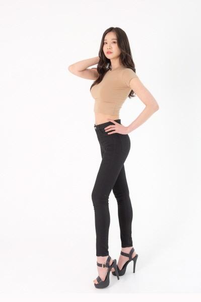 복부·허벅지·팔뚝 등에 몰려 있는 지방세포를 제거하면 여성호르몬 분비가 늘어 가슴이 커지는 효과를 기대할 수 있다.