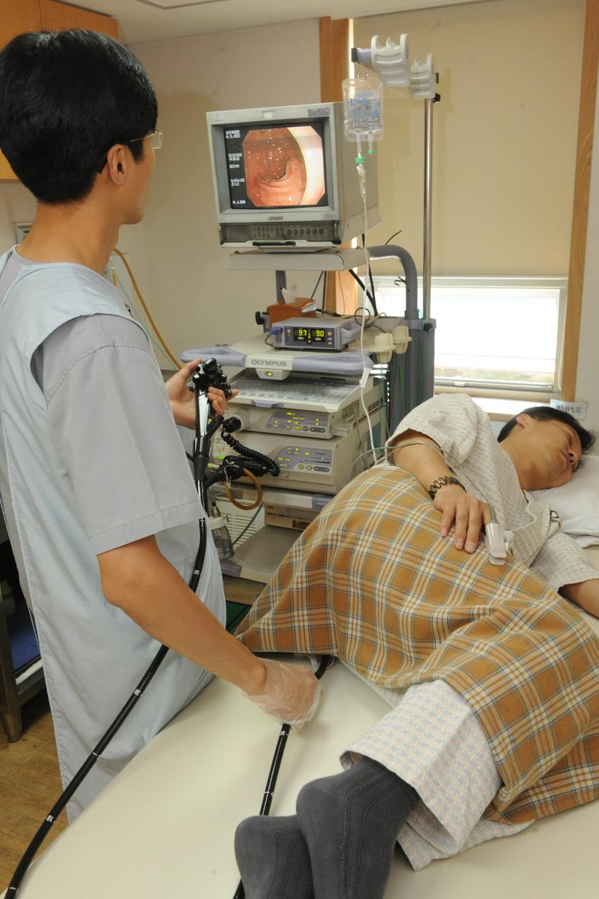 유전자검사를 통해 린치증후군으로 확진되면 20∼25세부터 1∼2년 간격으로 대장내시경을 이용해 대장암 검진을 받아야 한다.